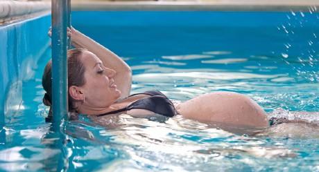 zajęcia wwodzie - ćwiczenia dla kobiet wciąży - szkoła pływania Aquamania