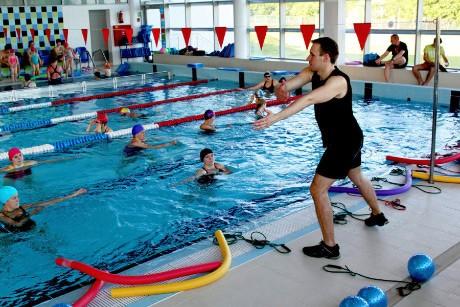 zajęcia wwodzie - ćwiczenia dla osób zbólami kręgosłupa - szkoła pływania Aquamania